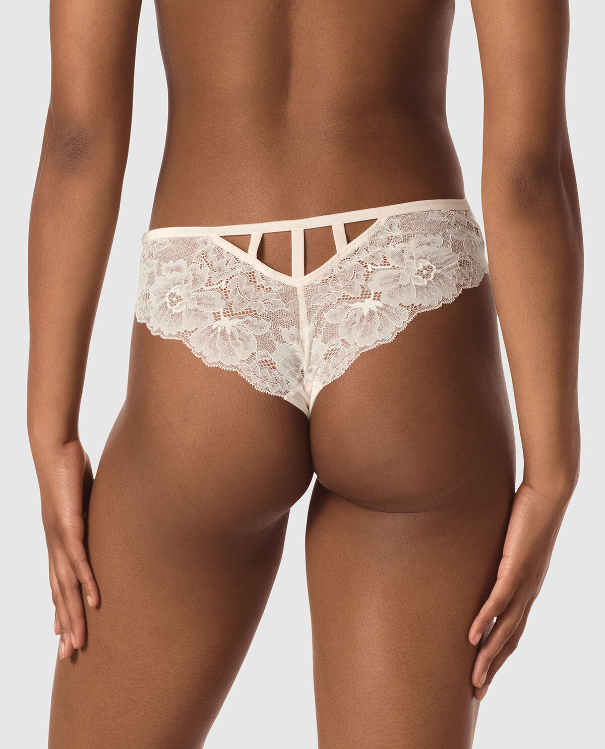 4 ladies x store peach lace brazilian//briefs for just £5.00